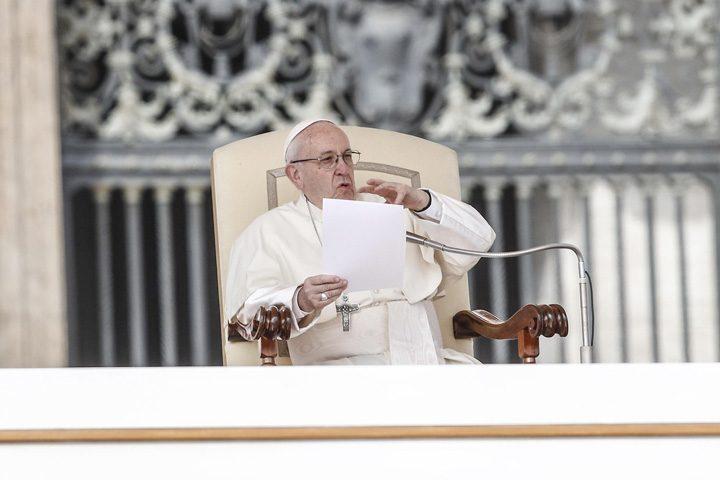 papa 3 720x480 Papa Francisc ii infiereaza pe mafiotii italieni