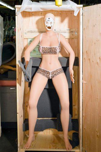 papusi 1 334x500 Asa arata fabrica papusilor sexuale