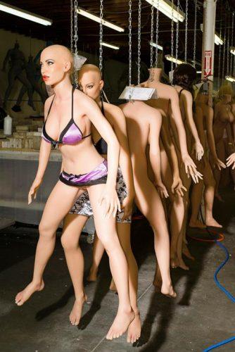 papusi 7 334x500 Asa arata fabrica papusilor sexuale