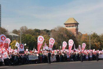 protest 350x233 Sanitas anunta pichetari de ministere si ameninta cu greva