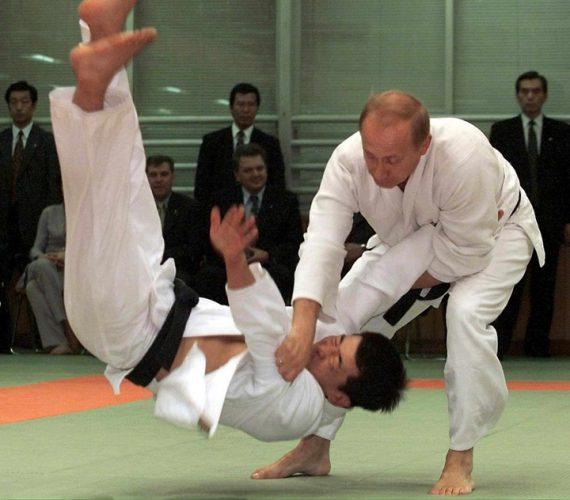 putin judo 570x500 Rusia, in priza de judo a lui Putin