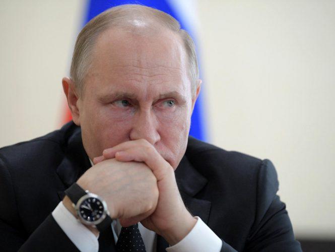 putin medalion 665x500 Putin acuza agenturili in Colectivul rusesc