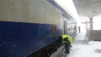 tren iarna 350x197 Vreme rea. Peste 60 de trenuri anulate, vineri