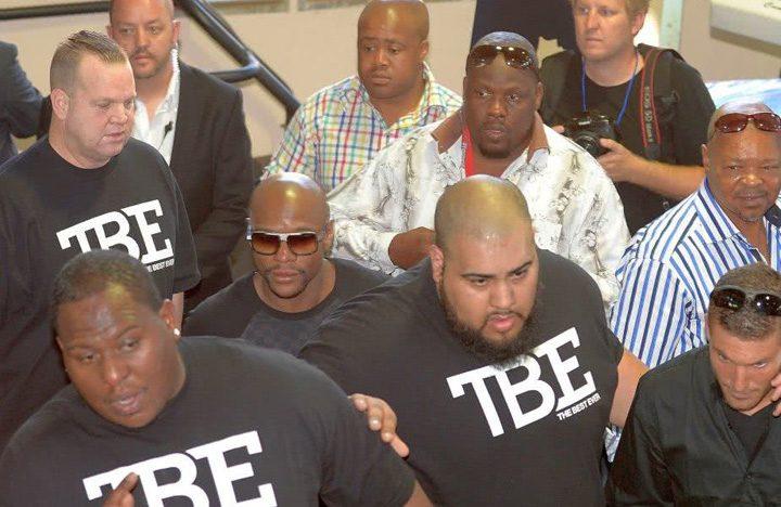 Bodyguarzi Mayweather 720x468 Atac armat in lumea boxului: Bodyguardul lui Mayweather a fost impuscat