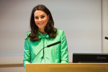 DY0cDyEWkAI89ss 350x233 Se asteapta vesti de la maternitate: Ducesa Catherine urmeaza sa aduca pe lume al treilea copilas