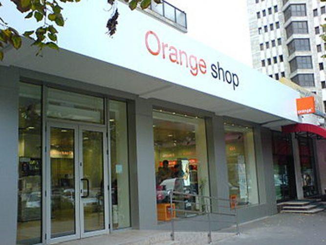 Orange Shop Iasi 1 667x500 Orange, amendata cu 23,83 milioane de euro