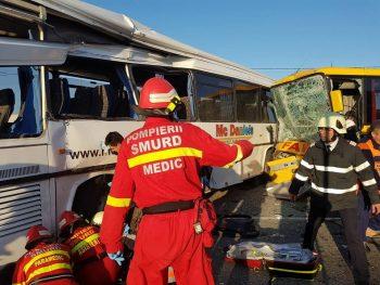 accident autobuz 350x263 Accident cu doua autobuze, la Satu Mare. 12 raniti, doua victime fiind incarcerate