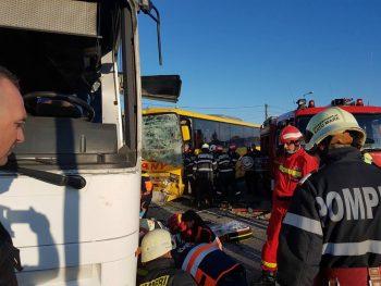accident autobuz2 350x263 Accident cu doua autobuze, la Satu Mare. 12 raniti, doua victime fiind incarcerate