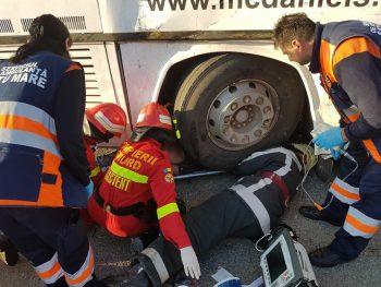 accident autobuz3 350x263 Accident cu doua autobuze, la Satu Mare. 12 raniti, doua victime fiind incarcerate
