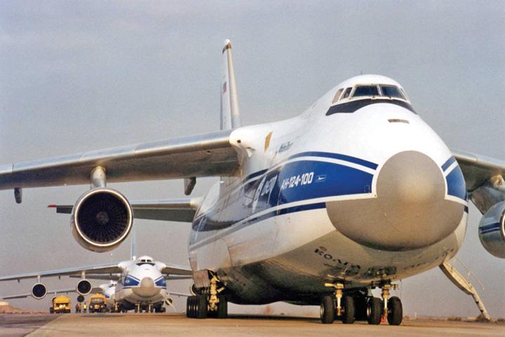 an 124 NATO, dependenta de un avion rusesc