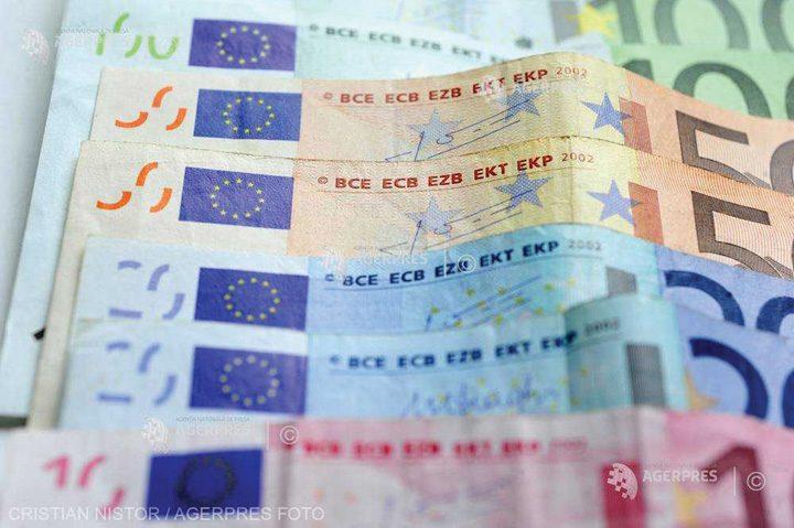bani aprilie 720x479 In aprilie, ne usuram de 1,2 miliarde euro