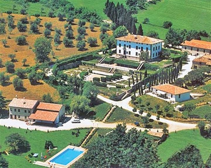 cortevecchia. Tiriacjpg Tiriac si a cumparat un domeniu istoric in Toscana