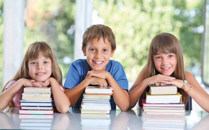 elevi 720x448 Elevii vor primi 50 de euro pentru carti