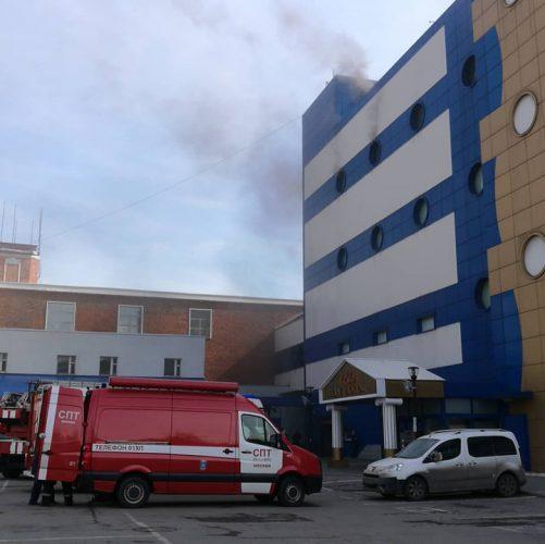 foc 1 501x500 Incendiu la un mall din Moscova