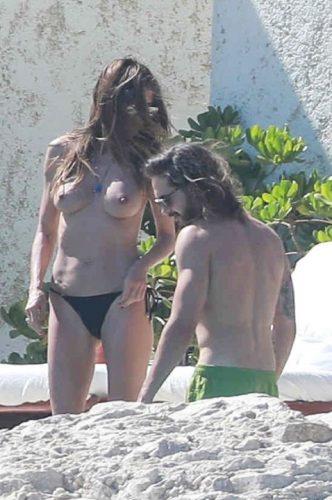 heidi klum topless7 332x500 Heidi Klum, in sanii goi, la 44 de ani