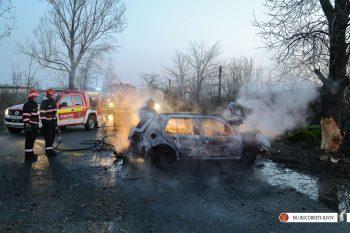 masina foc 350x233 Accident pe centura Capitalei. Masina cuprinsa de flacari, soferul a murit