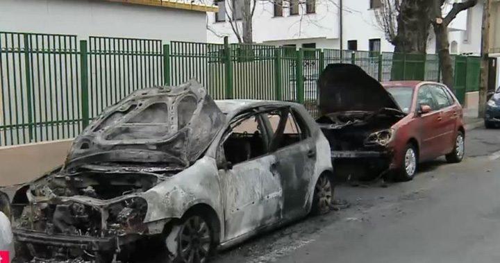 masini arse 720x379 Politistii bucuresteni, ingenuncheati de un piroman