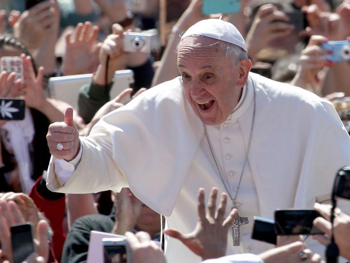"""papa Papa Francisc a """"facut cinste"""" de Sf. Gheorghe"""