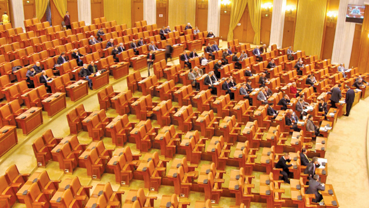 "parlament gol Parlamentul lucreaza doar pe ""speciale"""