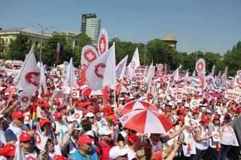 protest 11 350x233 Protest Sanitas in Piata Victoriei. Restrictii de circulatie pe durata mitingului