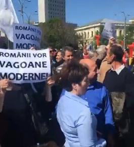 protest1 Sindicalistii din domeniul feroviar, protest la MT si la Guvern