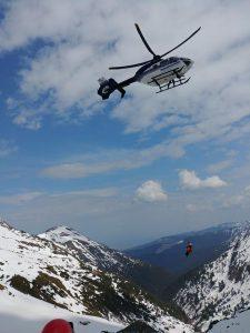 salvamontisti 225x300 UPDATE. Trupurile celor trei turisti disparuti in Masivul Fagaras, recuperate de pe munte