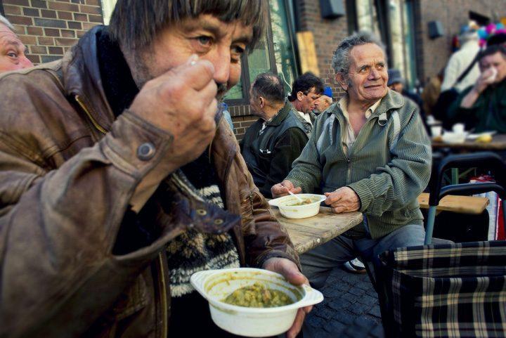 saraci 720x481 Comisia Europeana: Romanii persista in saracie