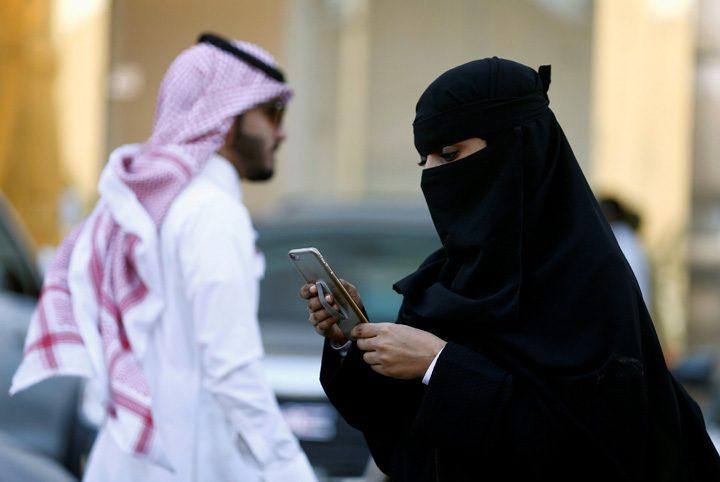 saudite 720x482 Puscarie la sauditi pentru spionarea telefonului sotului