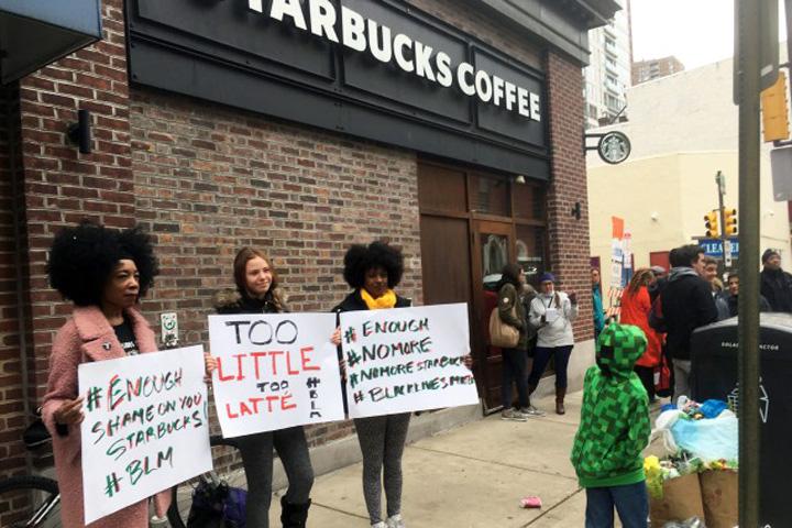 stasrbuck Starbucks inchide si preda despre rasism