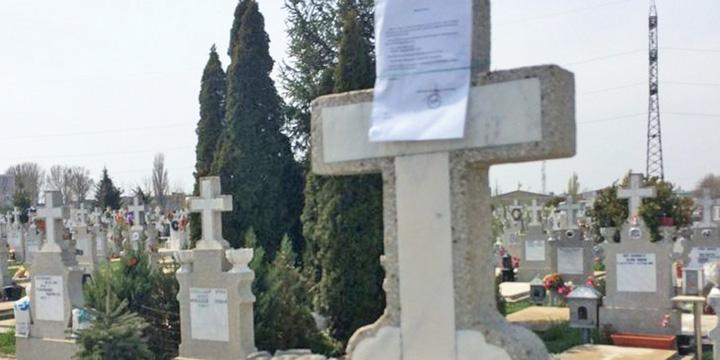 taxecimitir2 Notificari de plata pe crucile din cimitir