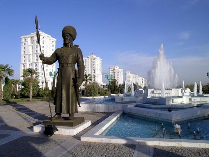 turkmenistan Presedintele care nu suporta negrul si bikini