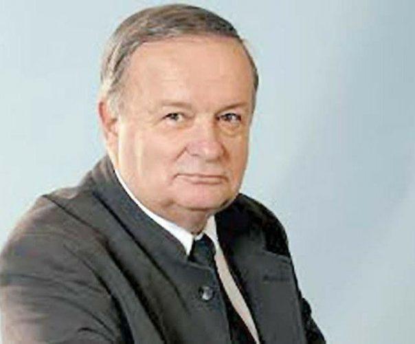 32561165 1937780939594852 6572073602454126592 n 604x500 Ultim omagiu pentru Cristian Topescu. Sicriul, depus la TVR