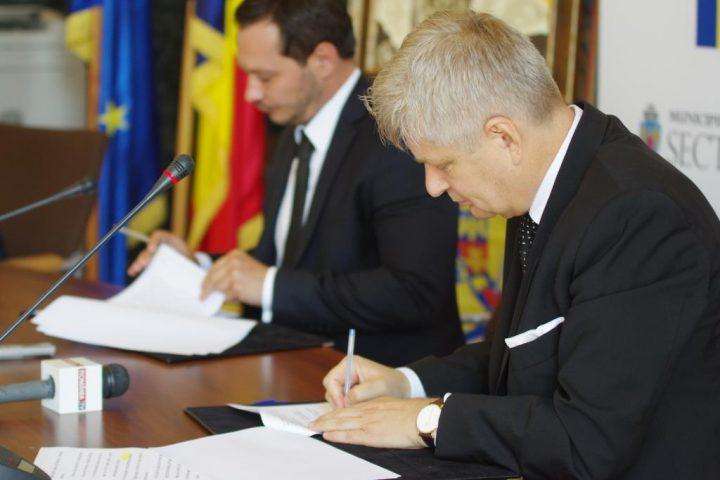 Ceremonie de semnare acord finantare 1 720x480 Primaria Sectorului 1 sprijina reconstructia unui monument din Chisinau