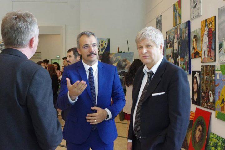 Expozitie pictura elevi 2 720x479 Picturi ale liceenilor de la Dimitrie Paciurea, intr o expozitie dedicata Centenarului Marii Uniri