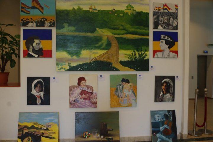 Expozitie pictura elevi 3 720x480 Picturi ale liceenilor de la Dimitrie Paciurea, intr o expozitie dedicata Centenarului Marii Uniri