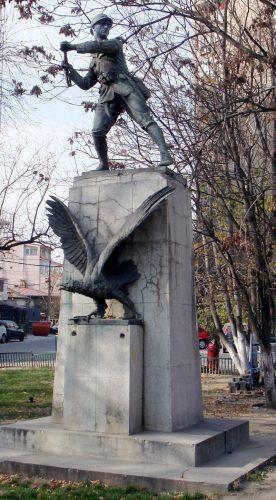 Infanteristul   sculptura de Spiridon Georgescu 1930 276x500 Eroii Marii Uniri, în fiecare colţ de Bucureşti