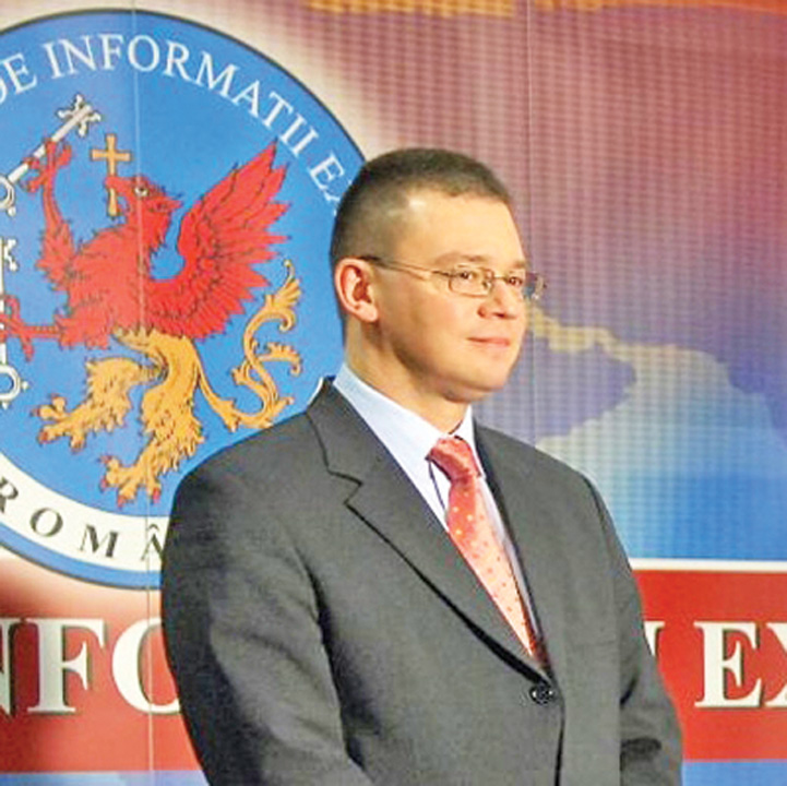 Mihai Razvan Ungureanu sigla sie Gata, SIE si o ia peste bot!
