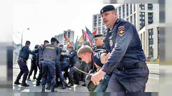 arestari moscova Putin calca pe gat internetul