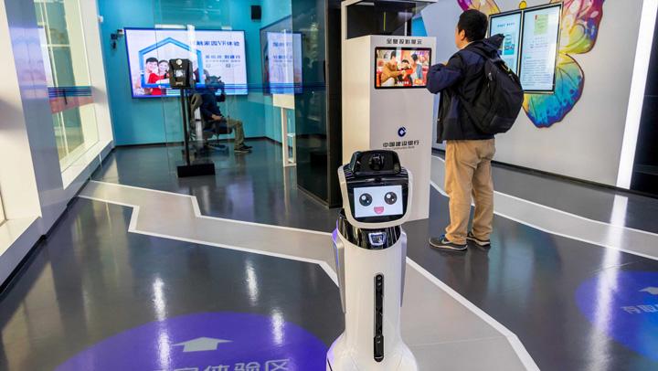 banca roboti Prima banca operata de roboti