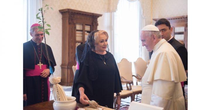 Dancila a fost primita in audienta privata de catre Papa Francisc, la Vatican (FOTO, VIDEO)