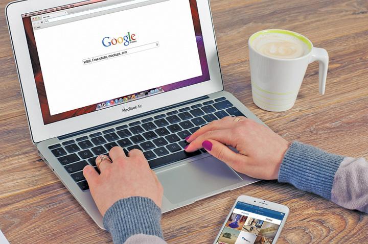 cautari google Un click pe Google, echivalentul a 10 grame de CO2