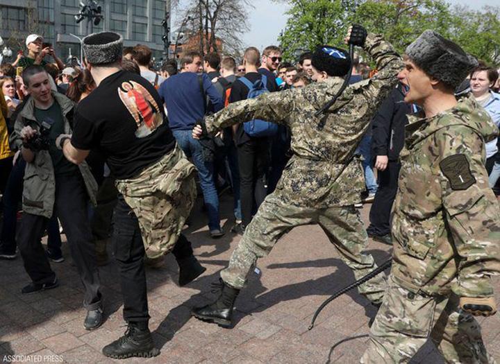cazaci Rusia ii asteapta pe ultrasi cu bicele cazacilor