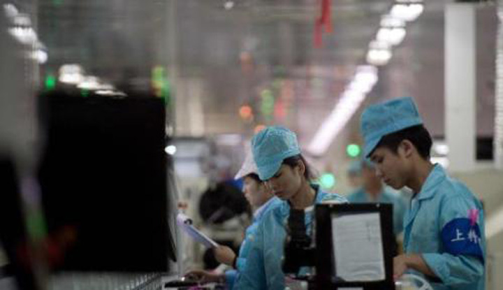 chinese factories employ brain scanners to stop workers mistakes before they happen China monitorizeaza creierele angajatilor!