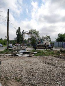 demolari 2 225x300 Au inceput demolarile pentru a face loc pasajului Domnesti