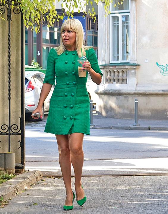 "elena udrea 1 ""Blonda de la Cotroceni"" uita ca a stat la masa cu ""binomul"""