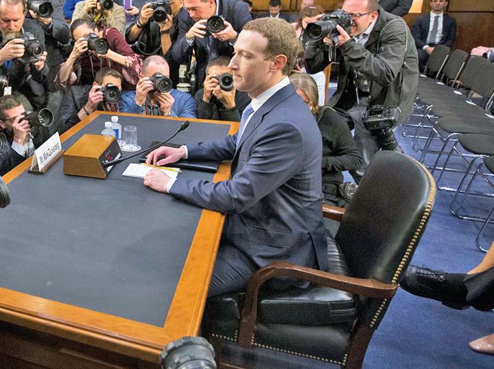 facebook 2 Facebook se reorganizeaza de ochii lumii