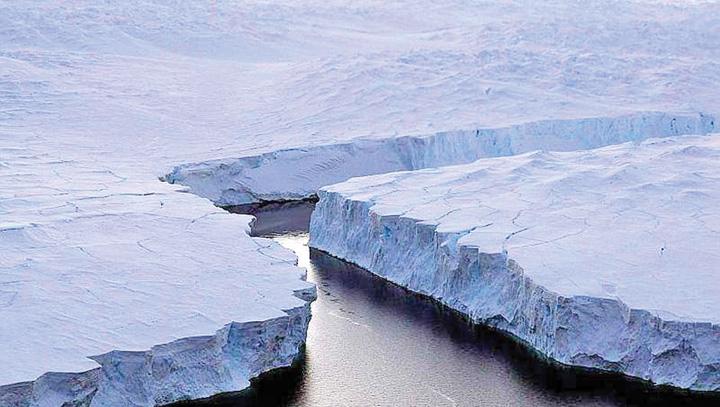iceberg Africa de Sud vrea sa remorcheze un iceberg