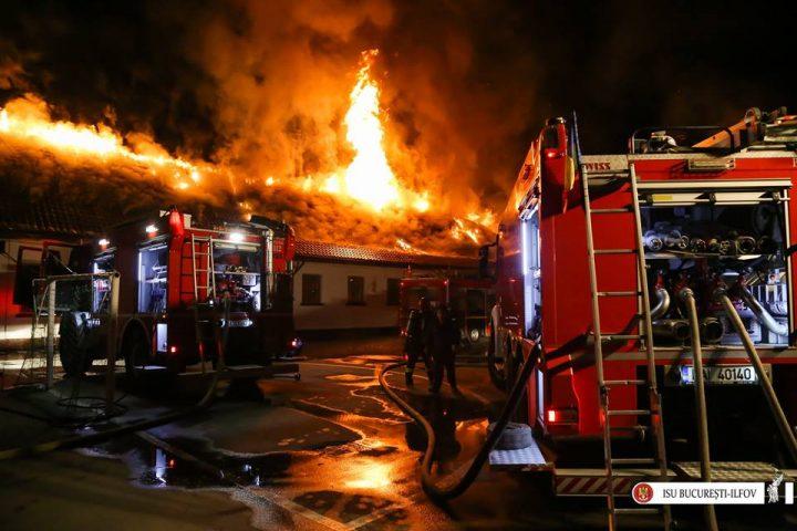incendiu scoala 2 720x480 Incendiu puternic la o scoala din sectorul 5