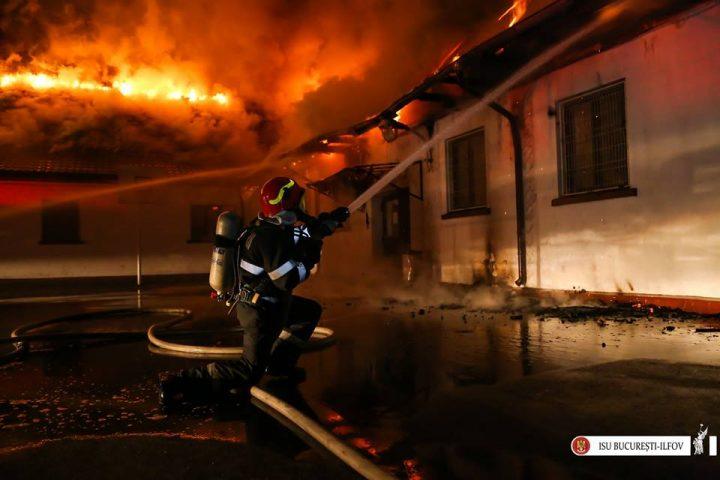 incendiu scoala 720x480 Incendiu puternic la o scoala din sectorul 5