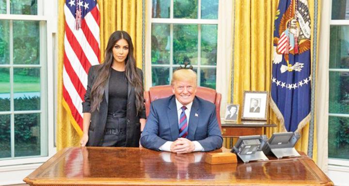 kim mare Kim Kardashian l a vrajit pe Trump in Biroul Oval